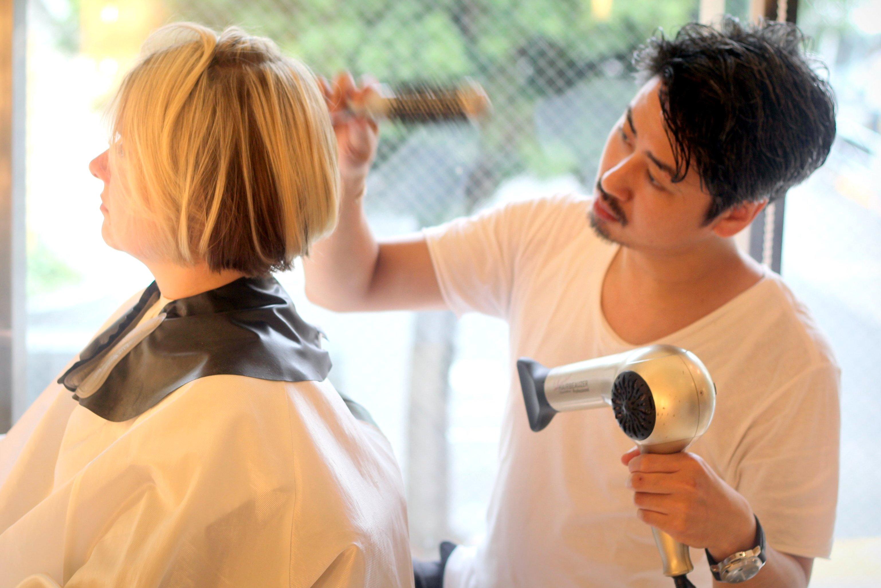Nói tiếng Anh Hair Salon, Bóng đèn, Tokyo