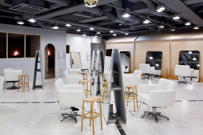 Dot + LIM Hair Salon ở Omotesando