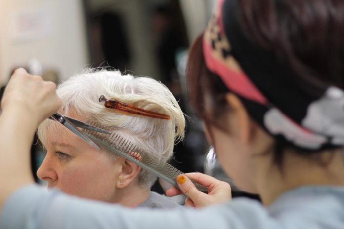 让早晨微风具有易于维护的发型