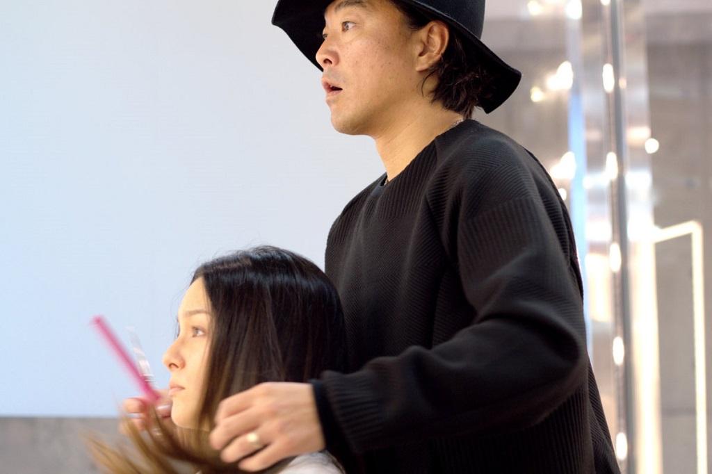 Salón paquete ANTI - Imagen 2 - consulta con el Director del estilista IKE