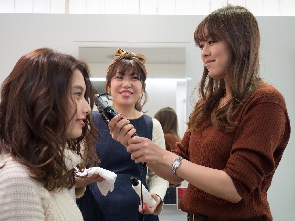 Salon Apish Cherie package - Picture 7 - salon bilingual staff Asako communicates smoothly in Japanese and English