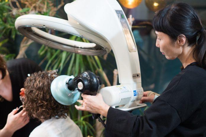 Gadis keriting di Jepang – Harian Rutinitas dan Curl Tips Perawatan untuk Natural Curls